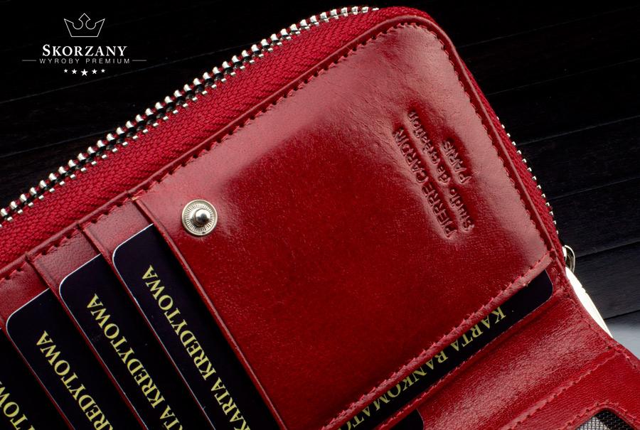 schowki na karty w portfelu damskim